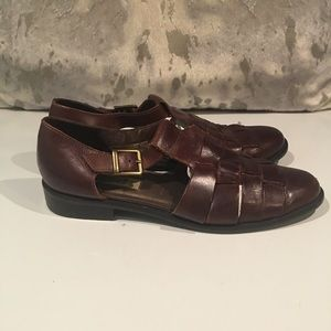 LEATHER FLAT SANDALS FROM NICOLE SIZE 9.5